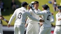 2nd Test: Boult show leaves India reeling at 90/6 after Day 2
