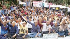 15 agri students tonsure hair as strike enters third day