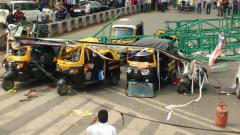 2 dead, 6 injured in hoarding padle collapse at Juna Bazar Chowk