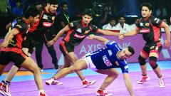 Delhi raider and captain Meraj Sheykh during one of his attack against Bengaluru Bulls during the Inter-Zone Challenge match in the Pro Kabaddi League Season 5 in Kolkata on Wednesday.