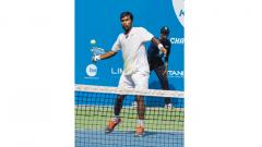 N Vijay Sundar Prashanth in action during the final qualifying round of the $50000 +Hospitality KPIT MSLTA ATP Challenger, at the MSLTA School of Tennis in Balewadi Sports Complex courts, here on Sunday.