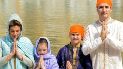 Canadian Prime Minister Justin Trudeau along with his wife Sophie Gregoire Trudeau daughter Ella-Grace and son Xavier pay respect at the Sikh Shrine Golden Temple
