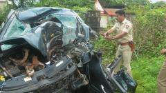 Seven killed as car crashes into tree on highway