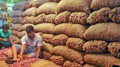Onion prices soar at Lasalgaon market