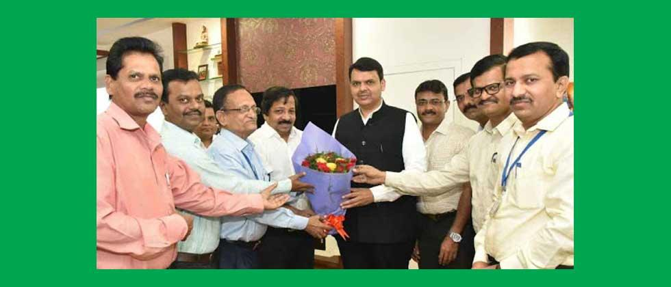 CM-Fadnavis-with-Government officers