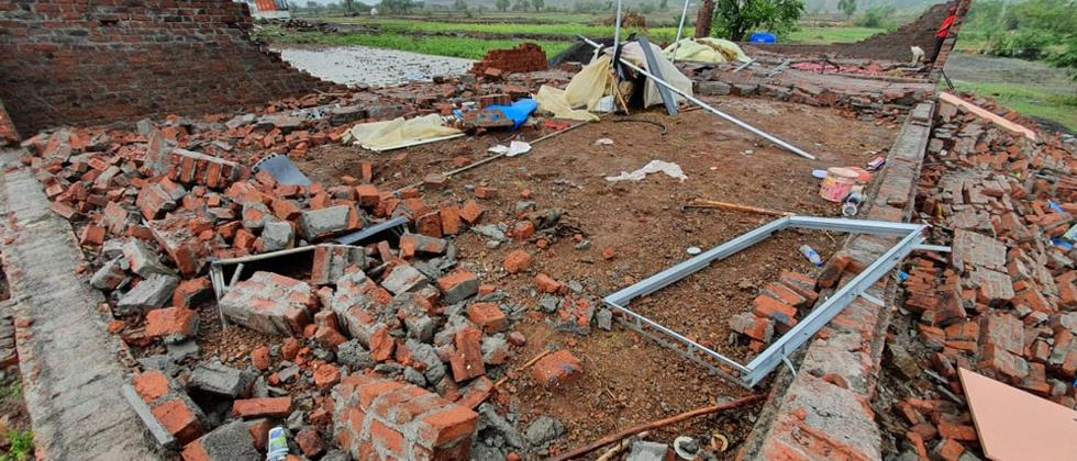Two killed in house collapse in Khed Taluka