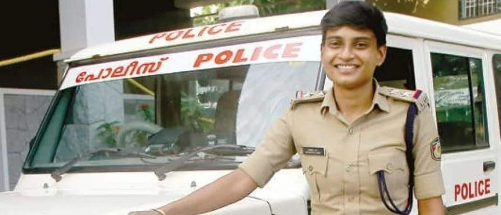 After being abandoned by husband Anie Siva has become Police Sub Inspector