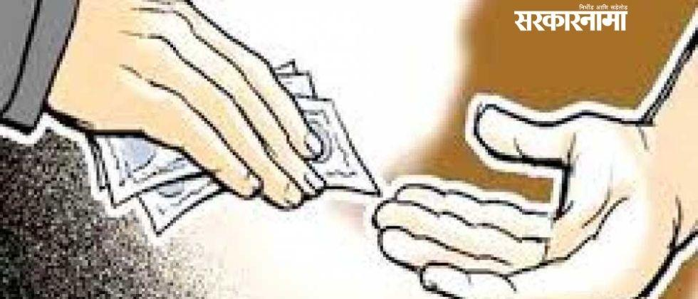 Police arrested the officer while accepting a bribe of Rs 50,000 .jpg