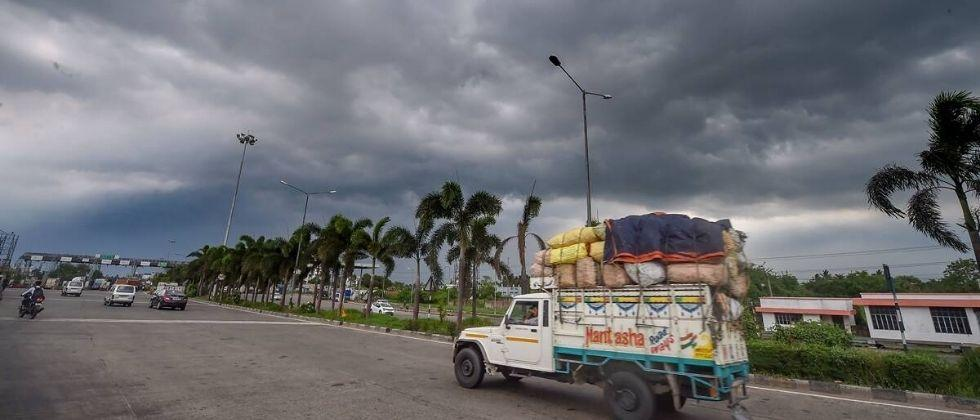 It is likely to rain in some districts of Maharashtra due to the cyclone