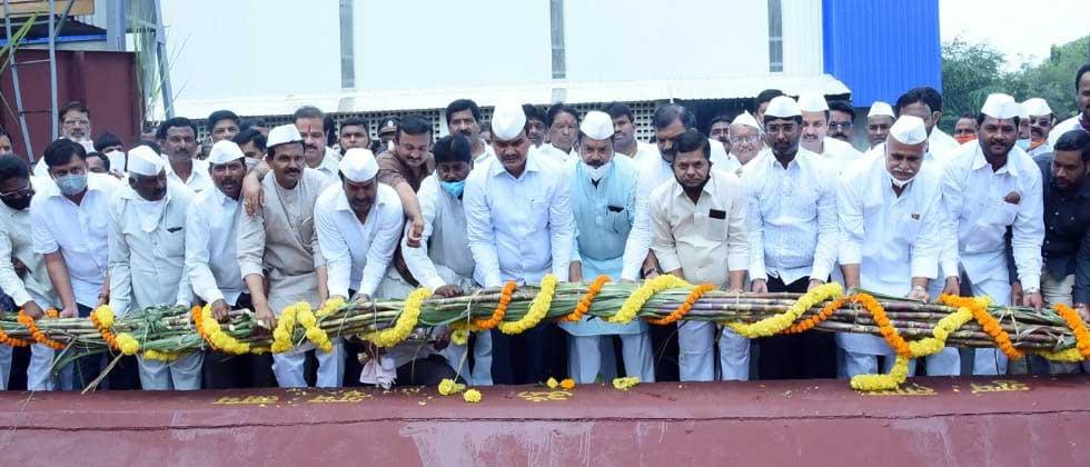 """Bharane-Jachak's end """"Mile Sur Mera Tumhara""""; The only event to launch sugarcane crushing at Chhatrapati factory"""