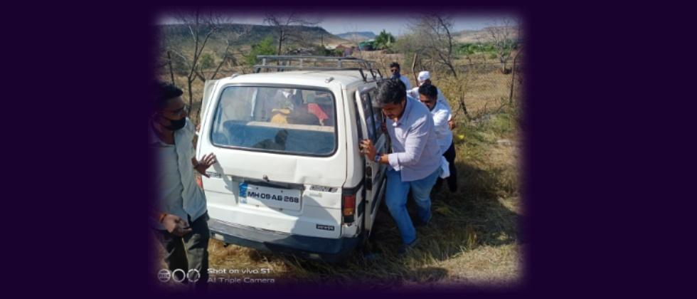 Rohit Pawar Helped Accident Victim