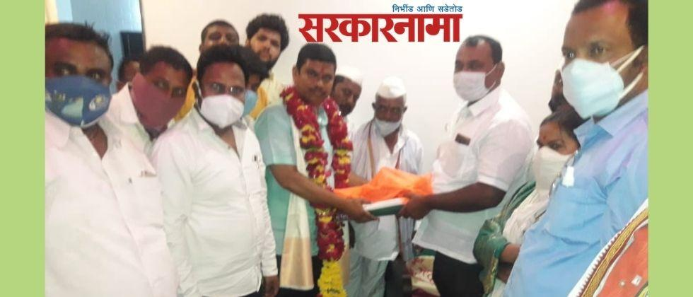 MLA Samadhan Avtade felicitated the activist who took the vow