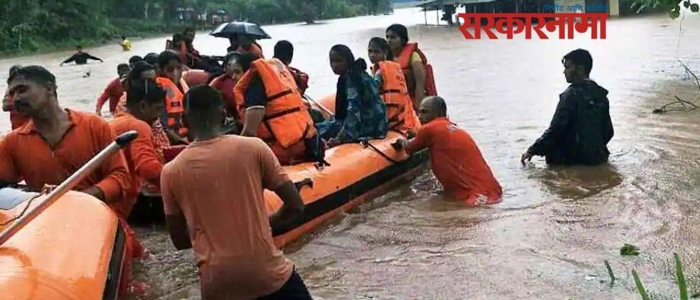 Naval squads dispatched to Konkan for flood victims .jpg