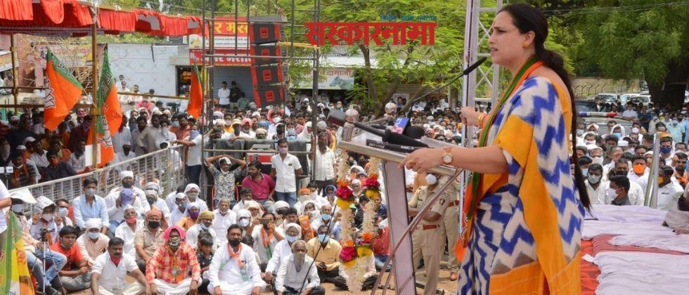 BJP state vice president Chitra Wagh criticizes NCP