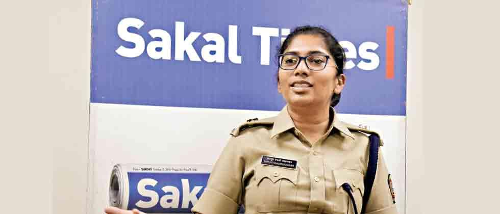 Tejaswi Satpute Gives instructions to Police
