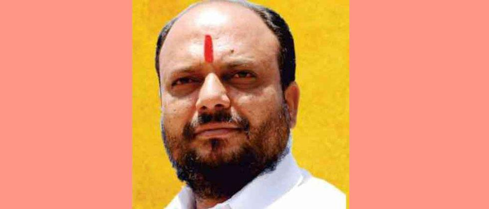minister gulabrao patil warns about essential commodity act