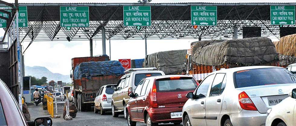 Lawyer insulted by staff at Khed Shivapur toll Naka