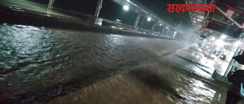 Railway services disrupted due to heavy rains .jpg