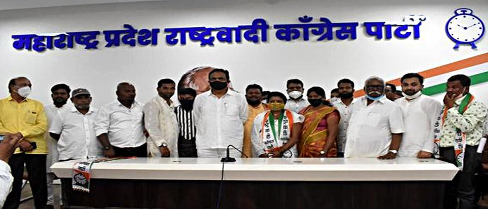 19 sarpanches with three corporators of Shahada municipality join NCP