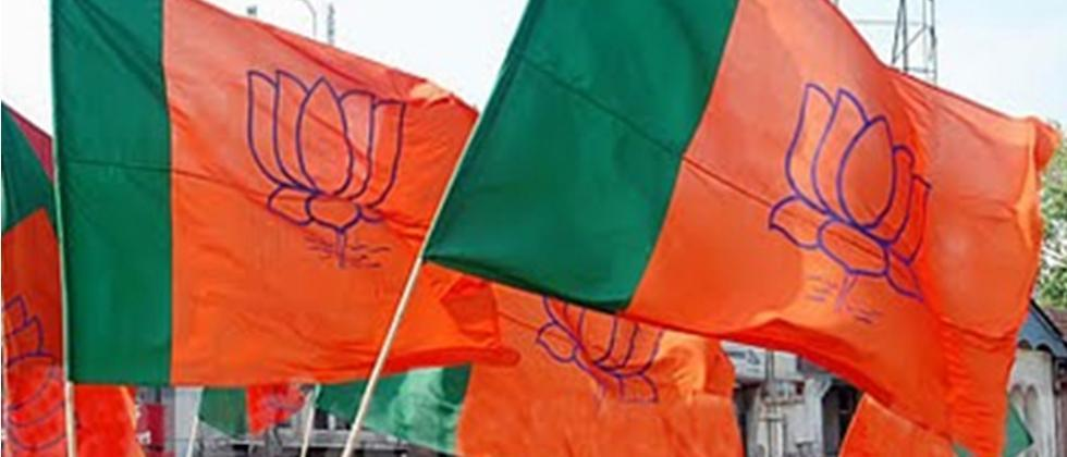 bjp wokers stage protest in front of tmc office for entry in tmc