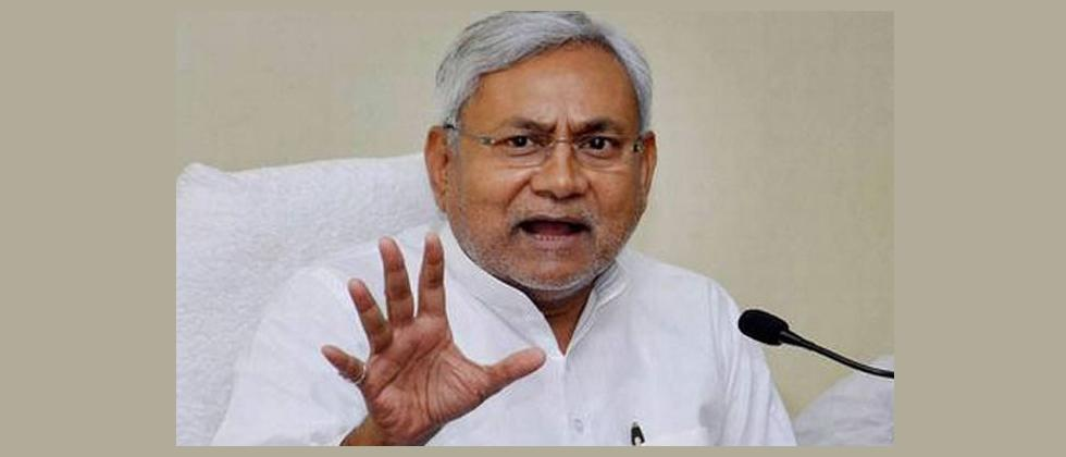 stone pelted at chief minister nitish kumar during campaign in madhubani