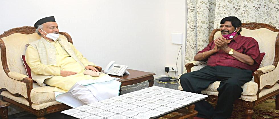 Athavale Meet to the governor for Kangana