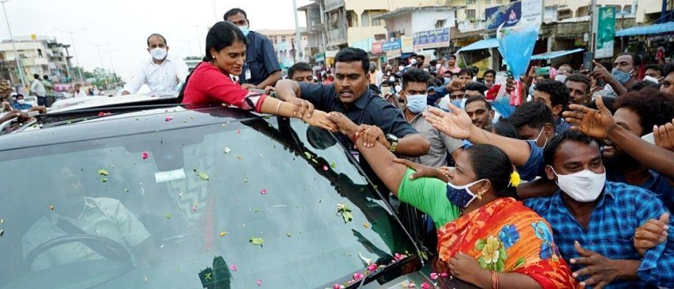 jagan mohan reddy did not attend sister y s shramila new party launch