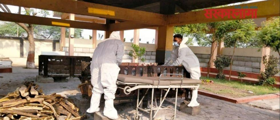 Funeral of 15 people who died due to corona in three days in Daund