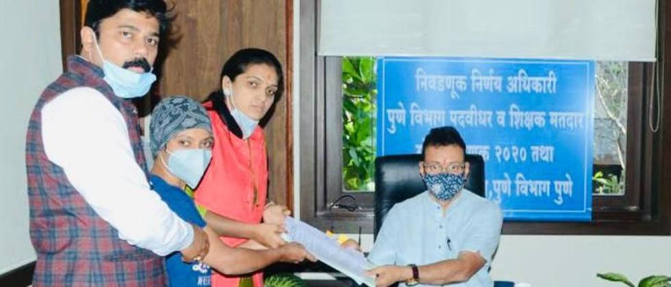 mns candidate rupali patil thombare files nomination papers for graduate constituency