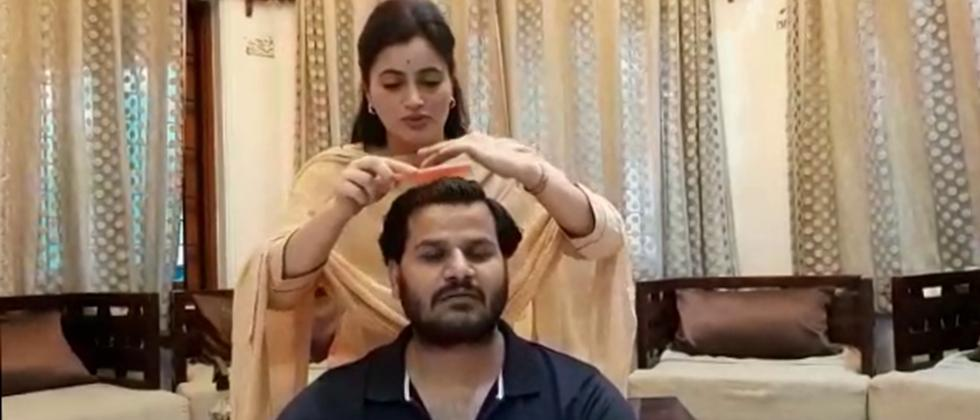 Amravati MP Navneet Rana Made Hair cut of Husband Ravi Rana