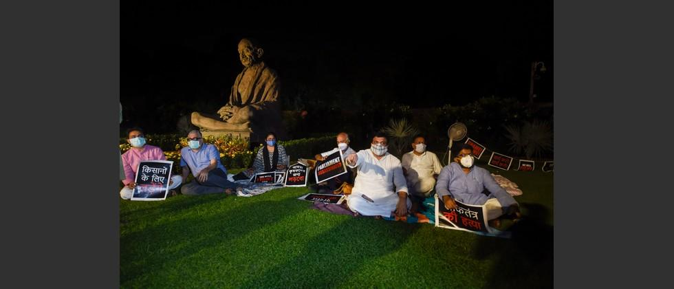 opposition parties suspended mps continues there protest during night