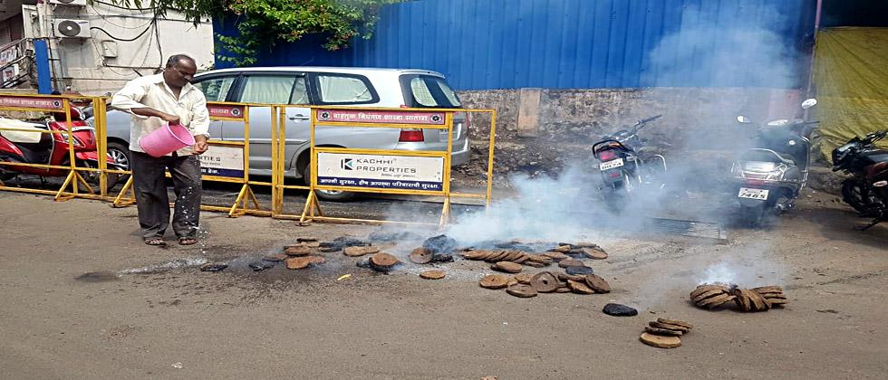 Sheni lit in front of the Home Minister's house; Unknown stone pelting on NCP, Congress building