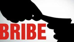 Employees caught accepting bribe of Rs 300 for modification paper