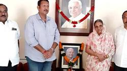 Udayanrajes visited  to the residence of Late Laxmanrao Patil