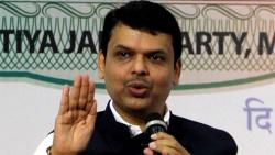 reporters asked questions on petrol, Fadnavis got up from chair