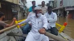 MLA Bharat Bhalke inspected the flood while driving a boat