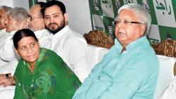 rjd leader tejashwi yadav reach ranchi to meet his ailing father lalu prasad yadav