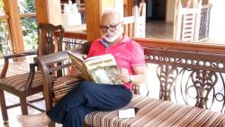 Chagar Bhujbal Reading at Home on Janta Curfew Day
