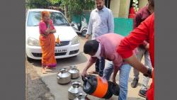 Nagar Women Corporator Gave Cold Water to Households