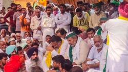 haryana police release two farmers after farm organizations protest