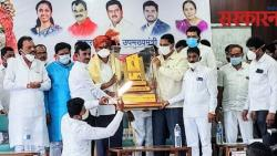 Minister of State Dattatreya Bharane felicitated at Indapur as a Corona Warrior