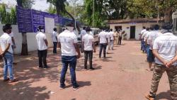 Youth in Nashik District Helping Police to Fighet Corona