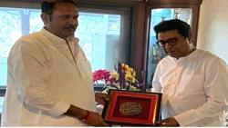 This is a unique gift given by MP Udayanraje to Raj Thackeray