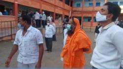 BJP Solapur MP JaySiddheshwar Swamy Entered Polling Booth