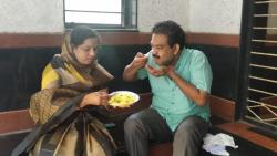 Jalgaon Mayor Testing Food Quality at Covid Centre