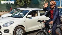 Robert vadra rides bicyle to protest against prtrol price hike