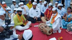 Mahesh Landage went to the prayer place of all religions and started an agitation