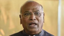 Kharge, who objected to Shivaji Maharaj's announcement, should be removed from the post: Congress workers demand