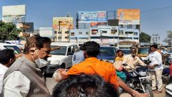 Prithviraj Chavan stopped the convoy and helped the injured
