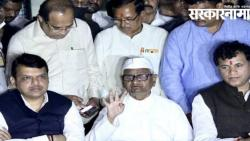 On that question, Fadnavis suggested Anna to leave the press conference.jpg